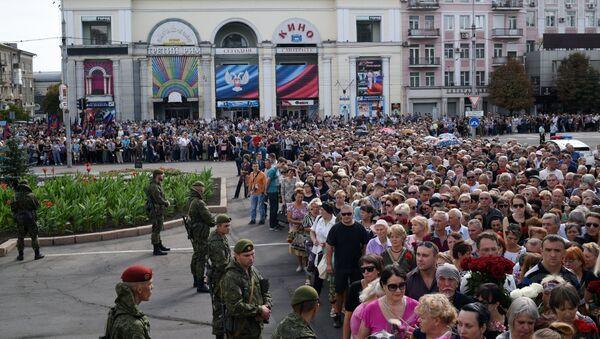 Ciudadanos dan el último adiós al líder de la república de Donetsk - Sputnik Mundo