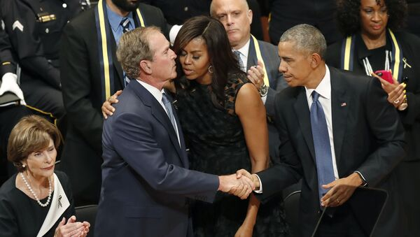 George Bush y Michelle Obama, foto de archivo - Sputnik Mundo