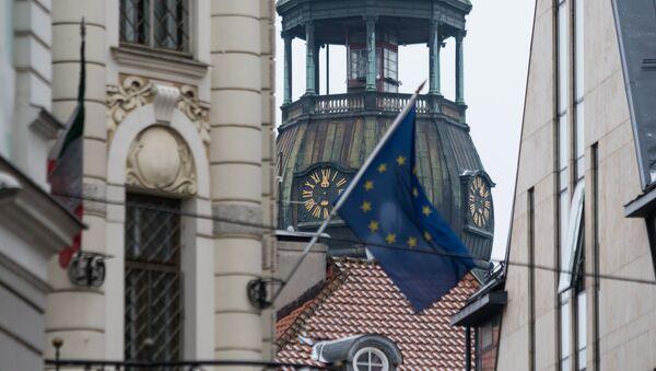 La bandera de la UE en Riga, la capital de Letonia - Sputnik Mundo