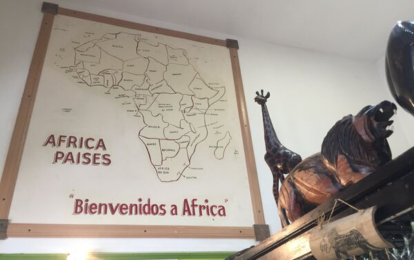 Interior del restaurante camerunés en Buenos Aires, El Buen Sabor Africano - Sputnik Mundo