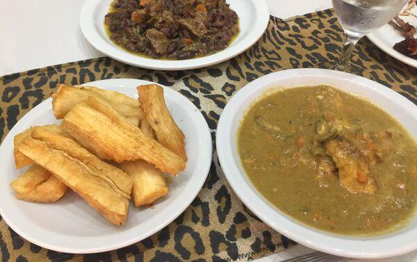 Algunos platos tradicionales del restaurante camerunés en Buenos Aires, El Buen Sabor Africano - Sputnik Mundo