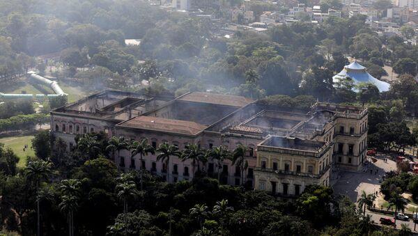 El Museo Nacional de Río de Janeiro tras incendio - Sputnik Mundo
