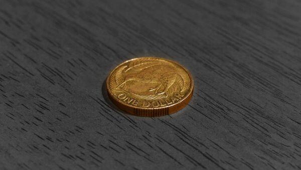 Una moneda (imagen referencial) - Sputnik Mundo