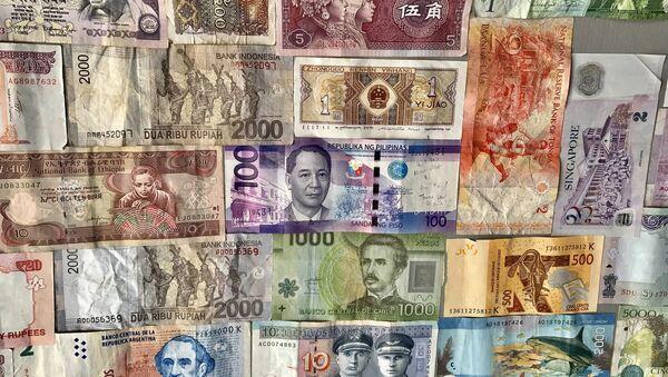 Billetes de diferentes países - Sputnik Mundo