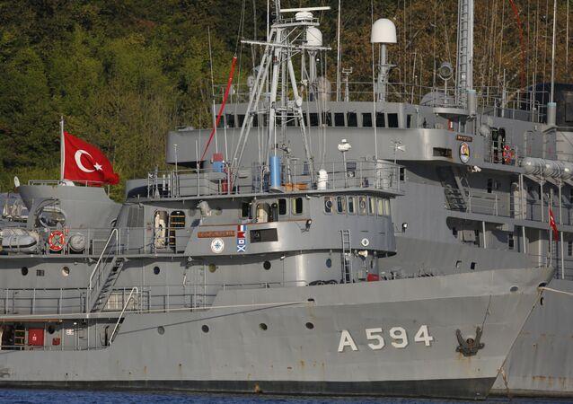 Buques turcos en el estrecho de Bósforo