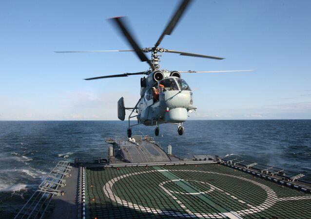 Helicóptero Ka-27 PL despega del buque Yaroslav Mudri
