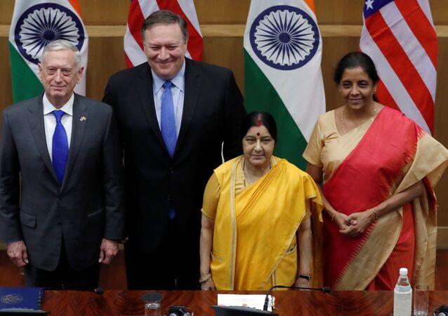 El secretario de Estado de EEUU Mike Pompeo, el secretario de Defensa de EEUU James Mattis, la ministra de asuntos exteriores de India Sushma Swaraj y la ministra india de Defensa Nirmala Sitharaman