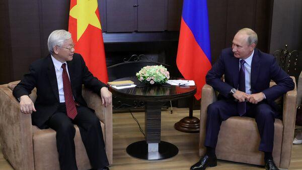 El presidente ruso, Vladímir Putin, y el secretario general del Partido Comunista de Vietnam, Nguyen Phu Trong - Sputnik Mundo