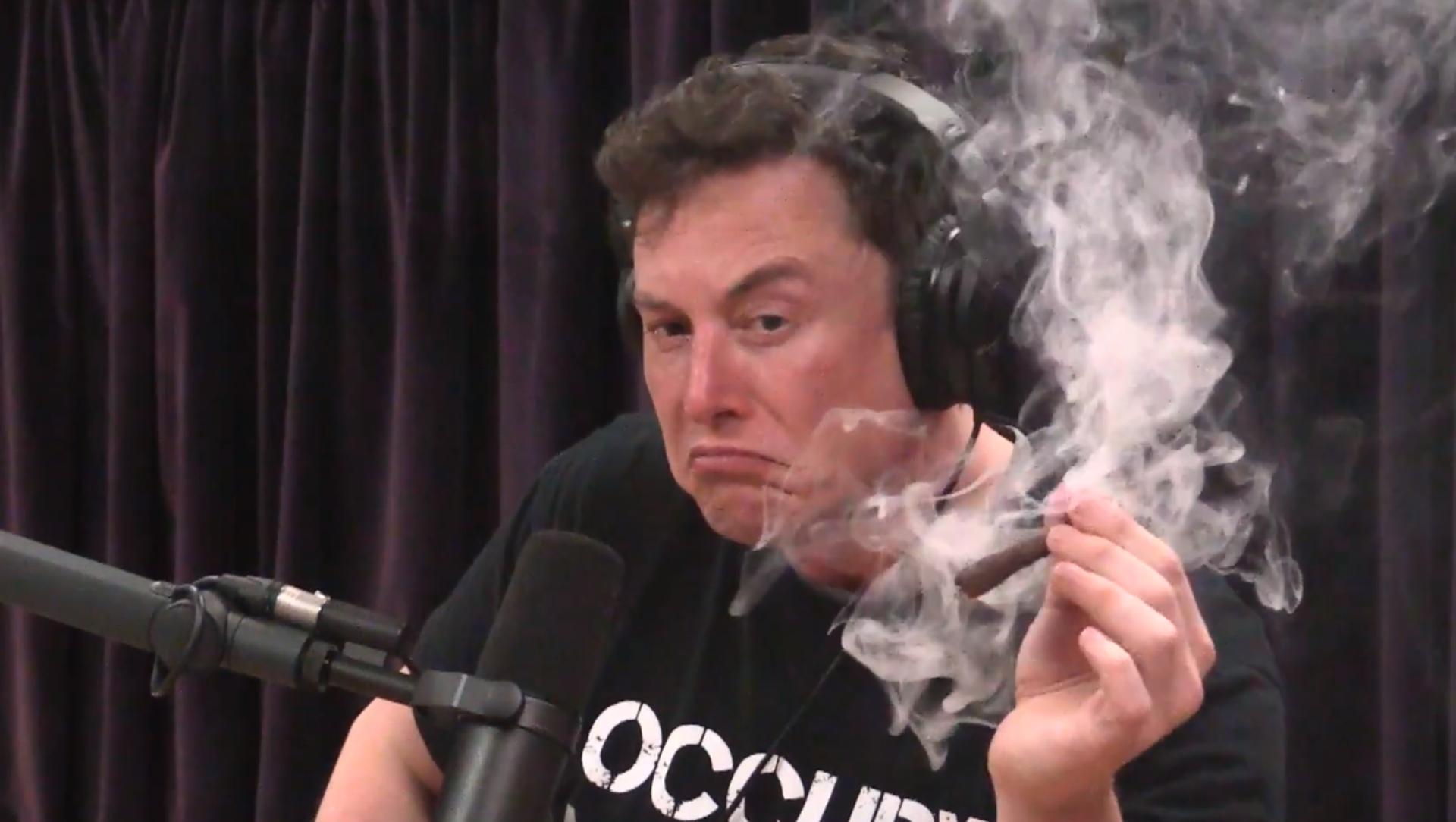 Elon Musk fuma marihuana - Sputnik Mundo, 1920, 16.11.2019