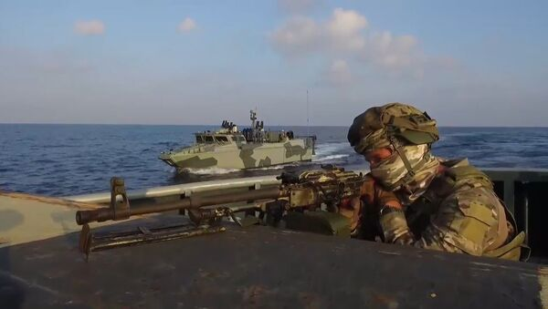 Las fuerzas especiales rusas 'luchan contra los piratas' en el Mediterráneo - Sputnik Mundo