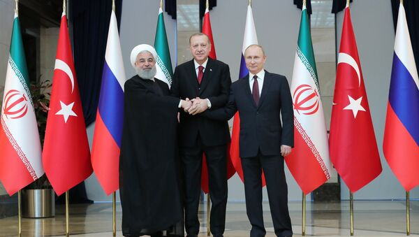 Vladímir Putin, el presidente de Rusia, Hasán Rohaní, el presidente de Irán, y Recep Tayyip Erdogan, el presidente de Turquía - Sputnik Mundo