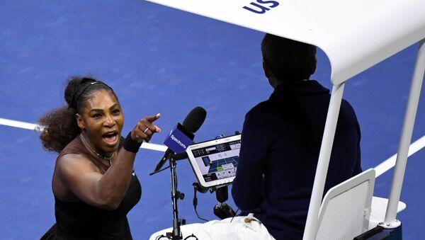 Serena Williams se encara con el árbitro de silla en el US Open - Sputnik Mundo