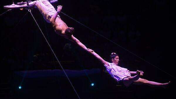 Jose y Dani, dúo de acróbatas argentinos, durante el VI Festival Internacional de Arte Circense Idol - Sputnik Mundo