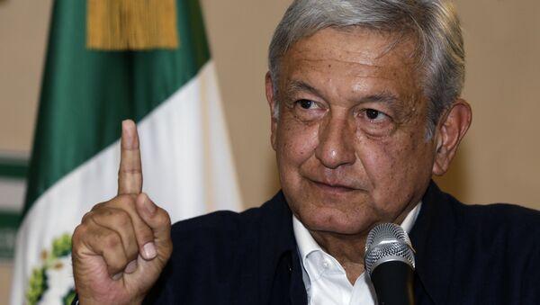 Presidential hopeful Andres Manuel Lopez Obrador gives a press conference in Mexico City - Sputnik Mundo