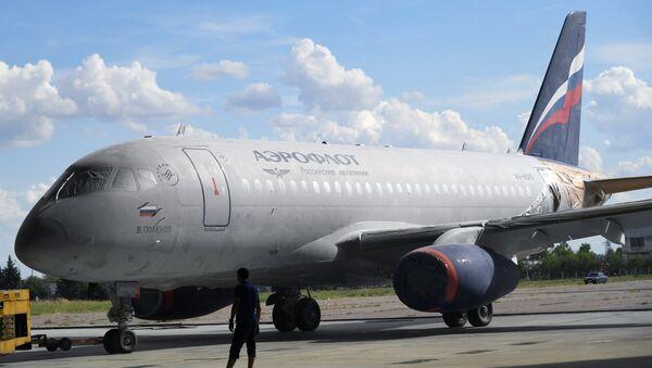 El avión Sukhoi SuperJet 100 en aerolínea Aeroflot - Sputnik Mundo
