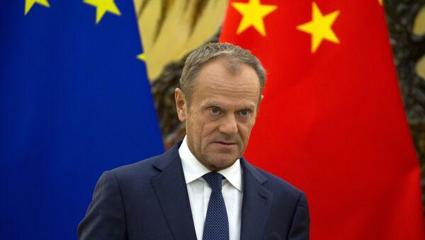 El presidente del Consejo Europeo, Donald Tusk, asiste a una conferencia de prensa conjunta con el primer ministro chino Li Keqiang y el presidente de la Comisión Europea, Jean-Claude Juncker - Sputnik Mundo