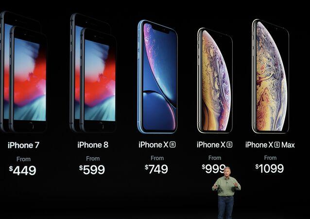 Phil Schiller, vicepresidente de Marketing de Apple presenta las características de los nuevos diseños de iPhone