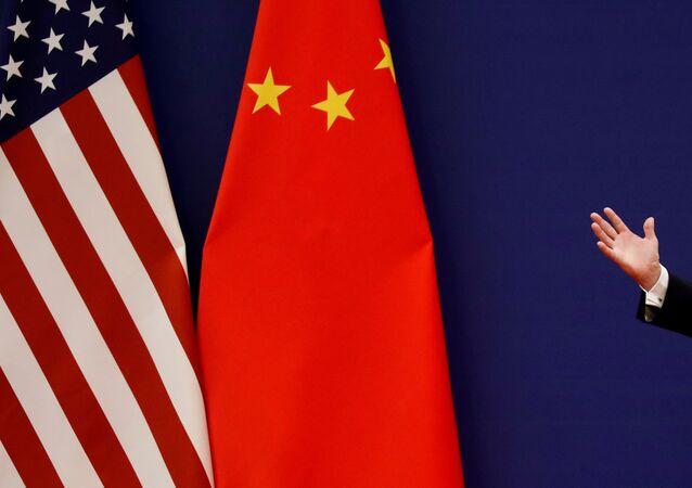 Banderas de EEUU y China