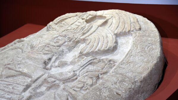 Altar esculpido encontrado en La Corona, Guatemala - Sputnik Mundo