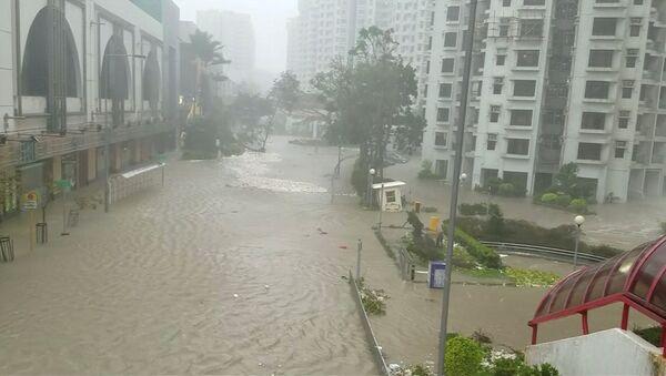 Una zona inundada después del tifón Mangkhut en Hong Kong - Sputnik Mundo