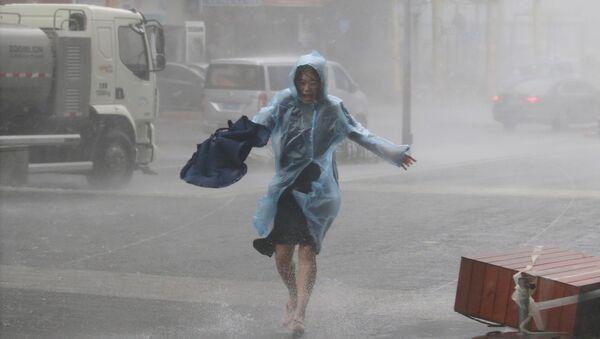 Las consecuencias del supertifón Mangkhut en la ciudad china de Shenzhen - Sputnik Mundo