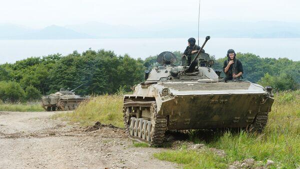 Las unidades de tanques e infantería llevaron a cabo unos ejercicios en el polígono de tiro Tsugol de la región de Zabaikalie - Sputnik Mundo