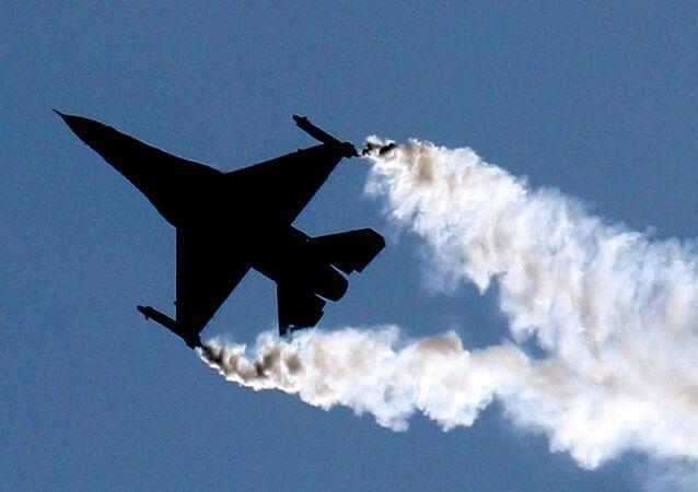 Avion de caza F-16 (imagen referencial)
