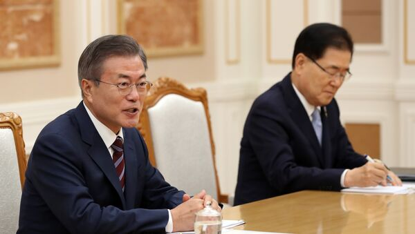 Moon Jae-in, el presidente de Corea del Sur, durante las negociaciones con Kim Jong-un, el líder de Corea del Norte - Sputnik Mundo