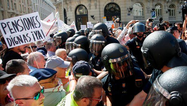 Protestas de los pensionistas en España - Sputnik Mundo