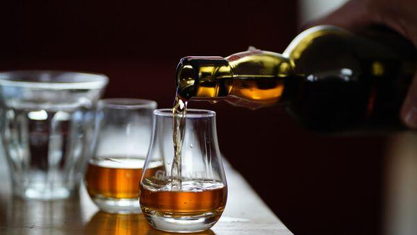 Whisky (imagen referencial) - Sputnik Mundo