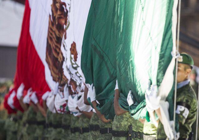 Ceremonia en memoria de las personas que perdieron la vida en el sismo en México