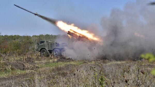La artillería rusa 'se bate en duelo' con el enemigo virtual - Sputnik Mundo