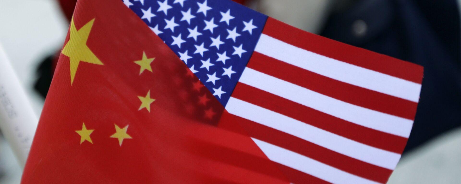 Banderas de China y EEUU - Sputnik Mundo, 1920, 28.05.2021