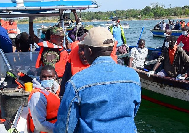 Operación de rescate en el lago Victoria en Tarzania tras el naufragio