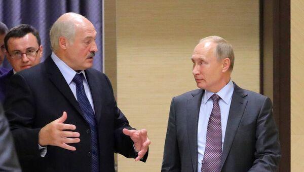 El presidente de Bielorrusia, Alexandr Lukashenko, y el presidente de Rusia, Vladímir Putin - Sputnik Mundo