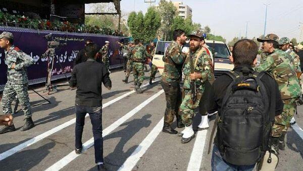 Militares iraníes tras el atentado en Ahvaz durante el desfile militar - Sputnik Mundo