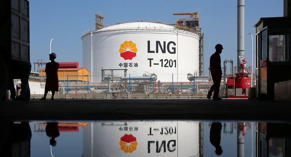 Un tanque de almacenamiento de gas natural licuado (GNL) en China