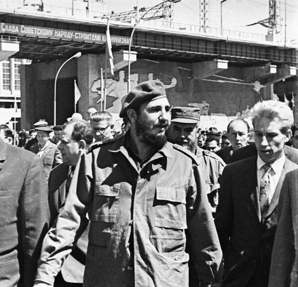 Fidel Castro durante su visita a la URSS en 1963 - Sputnik Mundo