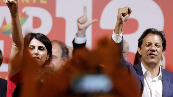 Manuela D'Ávila, candidata a vicepresidenta de Brasil, junto a su compañero en la fórmula, Fernando Haddad - Sputnik Mundo