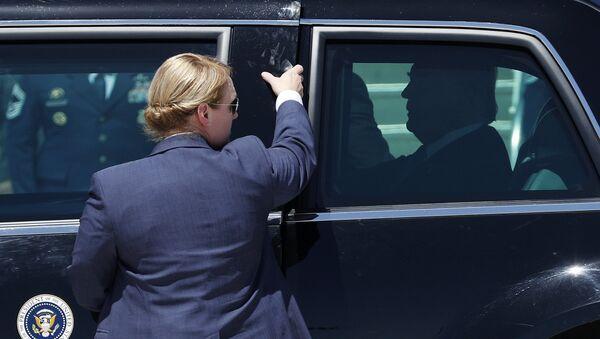 Donald Trump, presidente de EEUU, en una limusina presidencial (archivo) - Sputnik Mundo