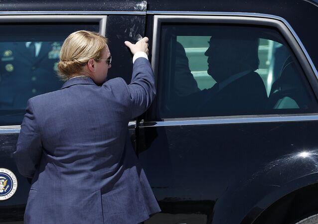 Donald Trump, presidente de EEUU, en una limusina presidencial (archivo)