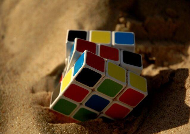 Un cubo de Rubik, referencial