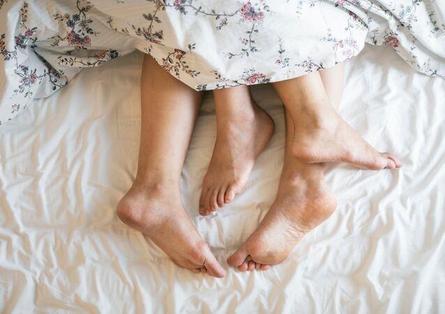 Los pies de unos amantes (imagen referencial)