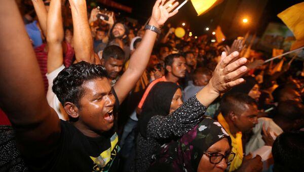 Los electores maldivos celebran la victoria de Ibrahim Mohamed Solih en elecciones presidenciales (archivo) - Sputnik Mundo