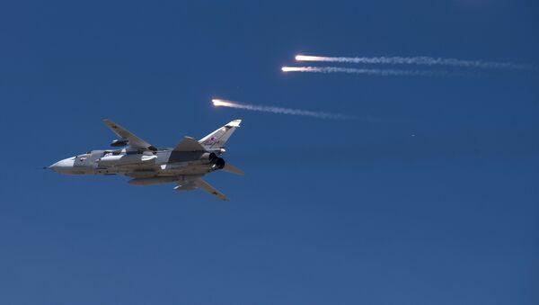 Su-24 ruso durante las maniobras - Sputnik Mundo