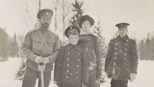 Presentan en Londres fotos únicas de la familia del último zar ruso - Sputnik Mundo