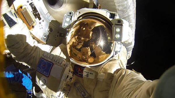 Un cosmonauta ruso en el espacio abierto - Sputnik Mundo