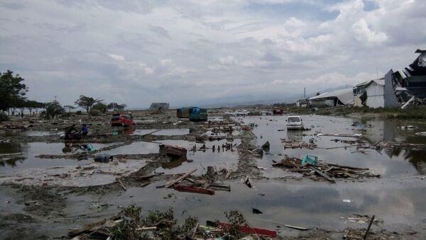 Las consecuncias del terremoto y tsunami en Indonesia - Sputnik Mundo