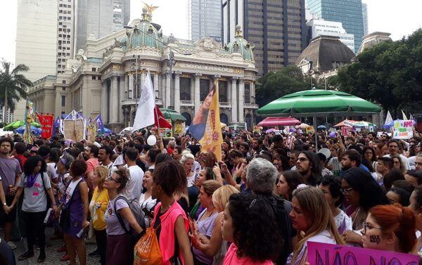 Protesta del movimiento feminista contra Jair Bolsonaro en Rio de Janeiro - Sputnik Mundo