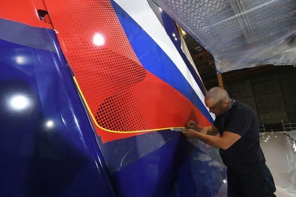 Así cobran vida los aviones Sukhoi SuperJet 100 de Aeroflot - Sputnik Mundo